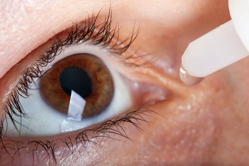 Ojo seco, síntomas y cómo combatirlo.